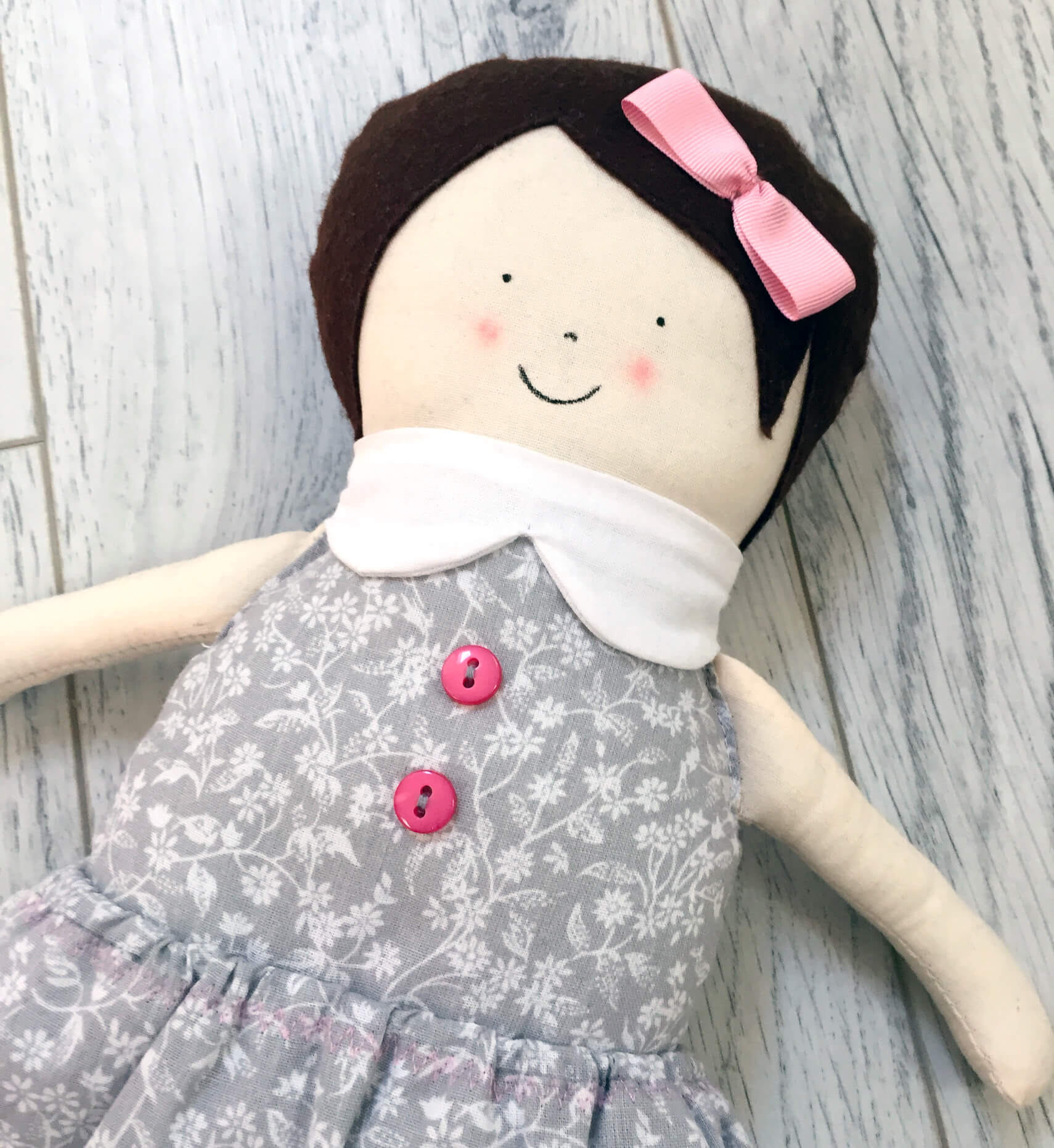 bambola-stoffa-cucita-a-mano